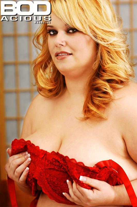 http://www.bodaciousmagazine.com/images/6th_issue/tarajames_L_thumb.jpg